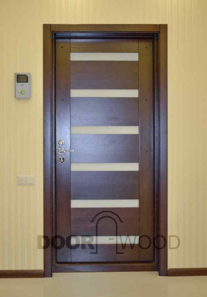 Деревянная накладка на бронированная дверь из ясеня