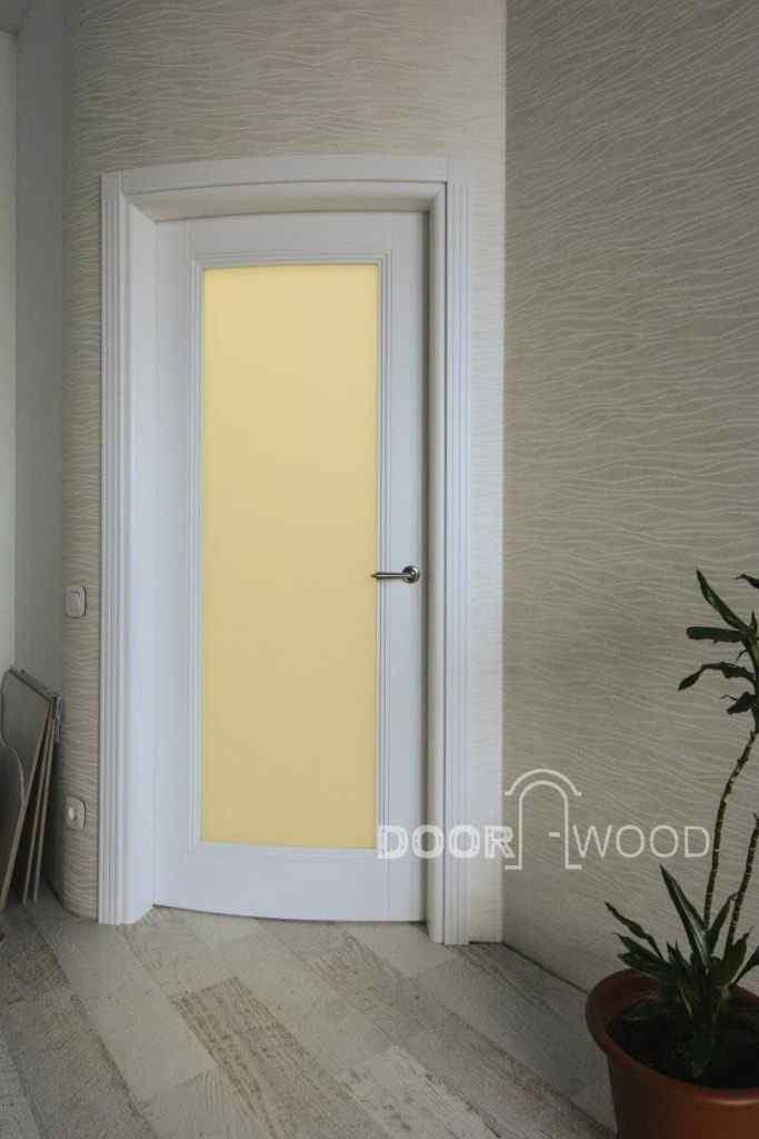 белые деревянные гнутые двери