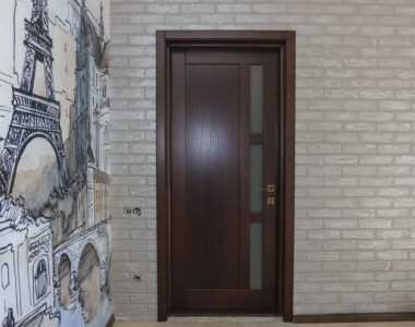 Міжкімнатні двері з ясеня в будинку в Одесі