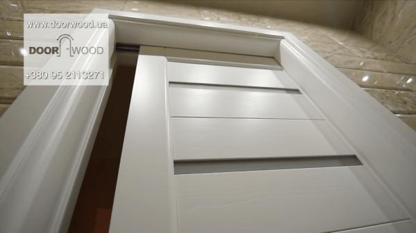 Раздвижная деревянная дверь купе