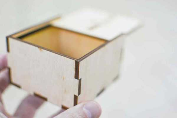 Подарочная коробочка под часы из фанеры