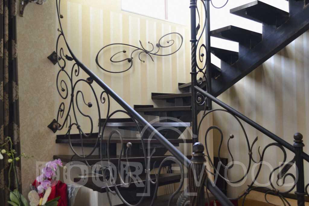Деревянная лестница из ясеня