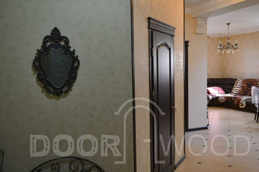 Межкомнатные деревянные двери с порталом