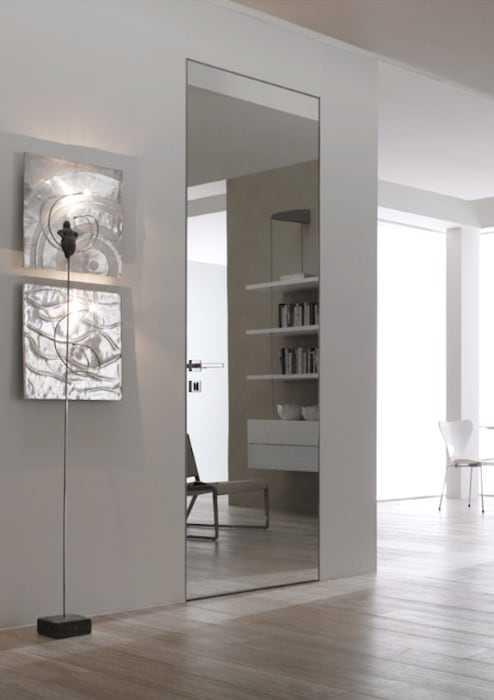 Алюминевые двери скрытого монтажа зеркалом DOORWOOD