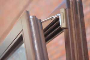 Деревянные окна Харьков – поворотно-откидная фурнитура