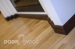 деревянный плинтус - обрамление камина