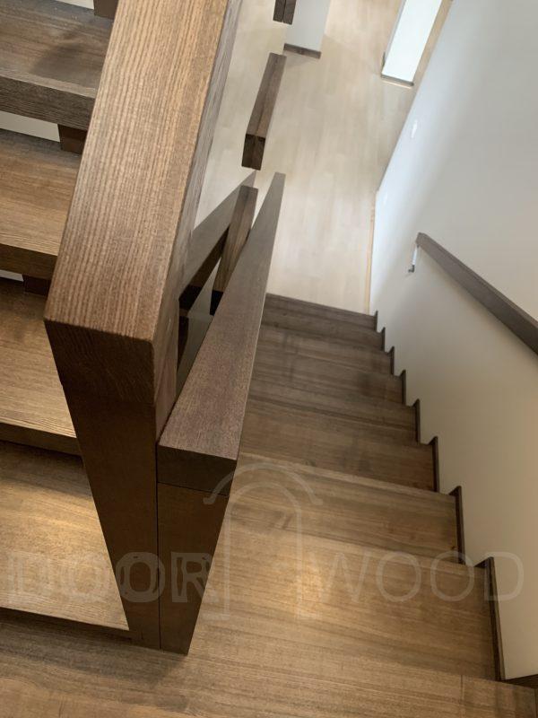 Деревянная лестница Харьков Массив ясеня