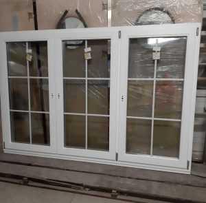 Окна деревянные со стеклопакетами Окна со шпросами на производстве