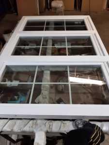 Сборка деревянного окна со стеклопакетами
