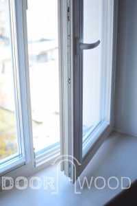Производство окон Деревянное окно с подоконником